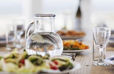 آیا نوشیدن آب هنگام خوردن غذا برای بدن مضر است ؟
