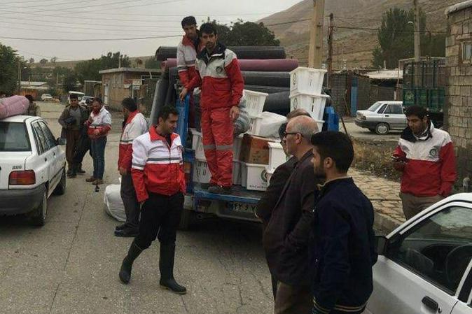 هلال احمر پیرانشهر به 9خانوار آسیب دیده از سیل امدادرسانی کرد